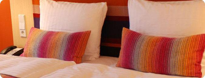 Cuscini per la camera da letto: guanciali e cuscini ornamentali.