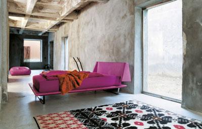 Il letto basso detto anche orientale si sta diffondendo for Camere da letto basso costo